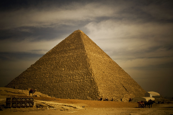 pyramids of giza essay The pyramids on the giza plateau of egypt were erected as royal tombs in the 26th century bce the great pyramid, largest of three major structures, housread more here.