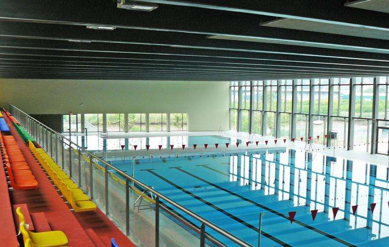 Centre aquatic piscina y polideportivo azken portu rfarq for Piscina polideportivo